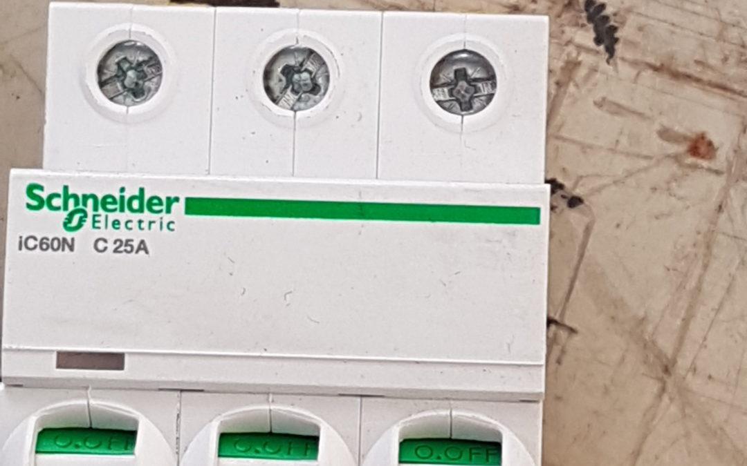 Interruttore magnetotermico 3POLI 10A