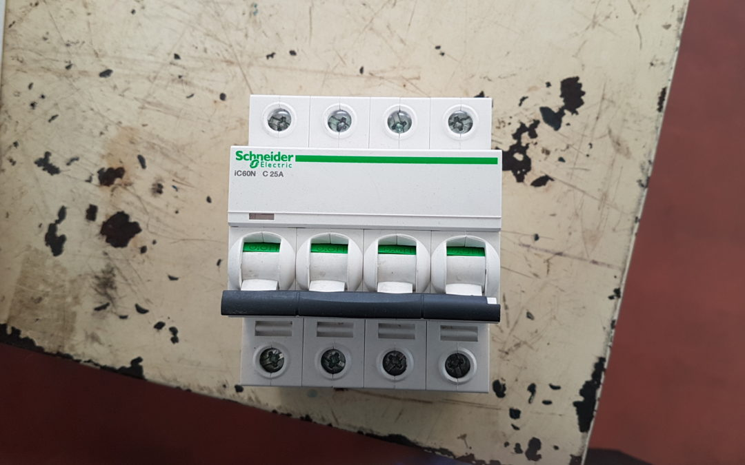 Interruttore magnetotermico 4POLI 16A